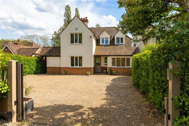 Offers in excess of £1,150,000, 4 Bedroom Detached House For Sale in Beaconsfield, Buckinghams, HP9