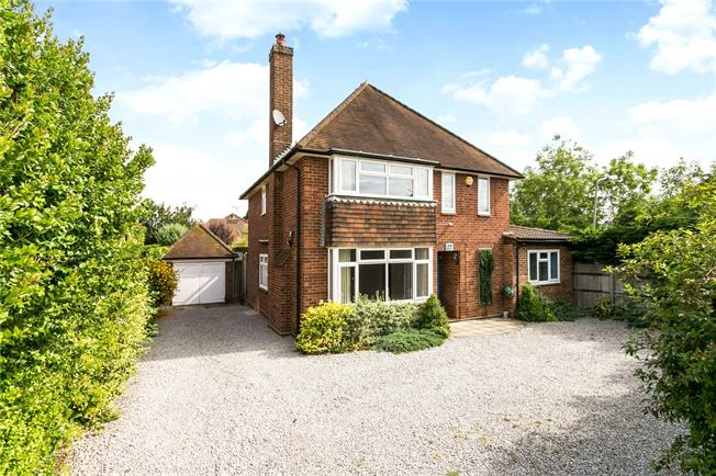 Guide Price £795,000, 3 Bedroom Detached House For Sale in Beaconsfield, HP9