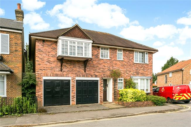 Guide Price £325,000, 1 Bedroom Flat For Sale in Buckinghamshire, HP9