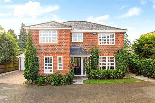 Guide Price £795,000, 4 Bedroom Detached House For Sale in Buckinghamshire, HP10