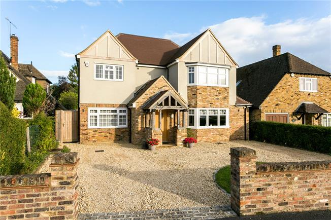 Guide Price £1,145,000, 5 Bedroom Detached House For Sale in Buckinghamshire, SL2