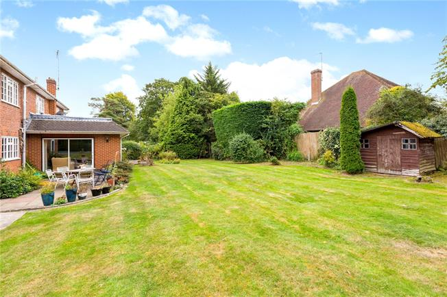 Guide Price £1,395,000, 5 Bedroom Detached House For Sale in Beaconsfield, Buckinghams, HP9