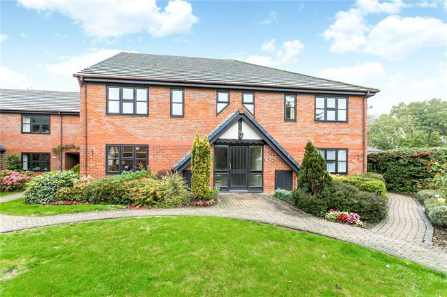 Guide Price £339,000, 2 Bedroom Flat For Sale in Beaconsfield, Buckinghams, HP9
