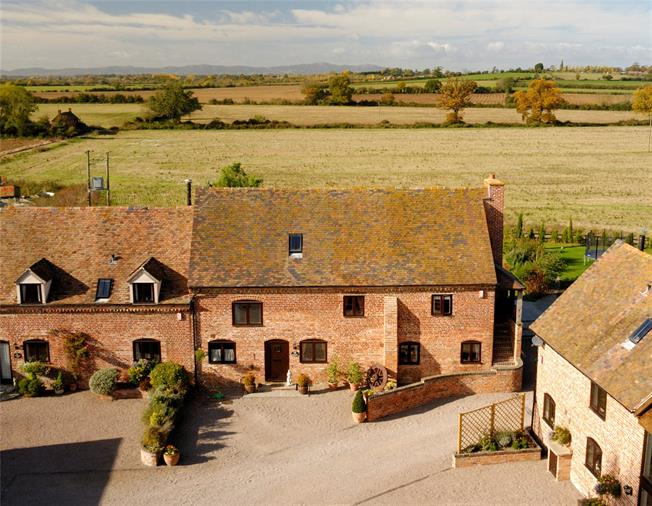 Guide Price £595,000, 5 Bedroom Semi Detached House For Sale in Bricklehampton, WR10