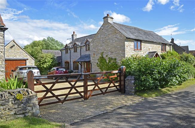 Guide Price £579,950, 4 Bedroom Detached House For Sale in North Littleton, WR11