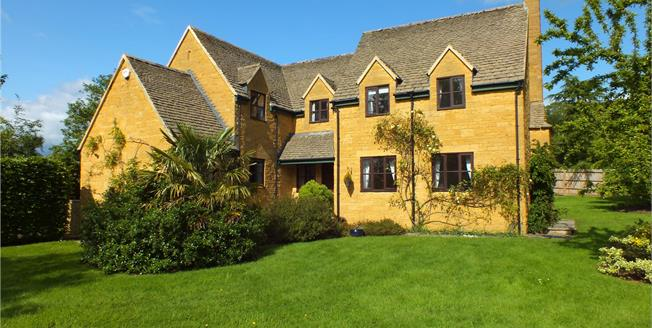 Guide Price £595,000, 4 Bedroom Detached House For Sale in Buckland, WR12