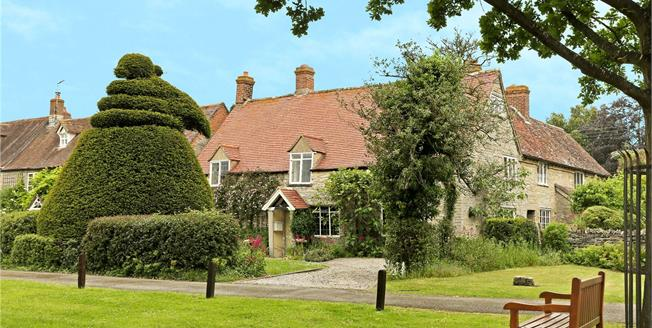 Guide Price £675,000, 4 Bedroom Detached House For Sale in Cleeve Prior, WR11