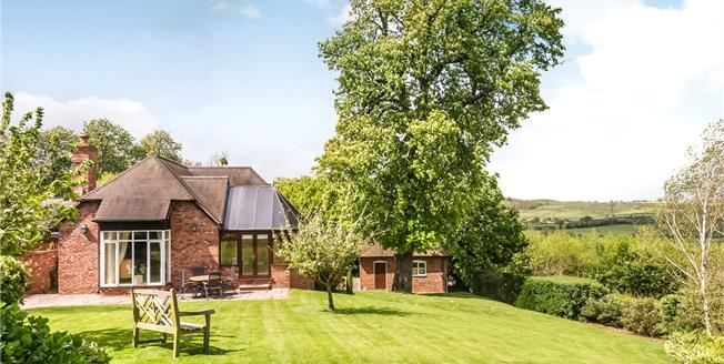 Guide Price £660,000, 3 Bedroom Detached House For Sale in Worcestershire, WR11