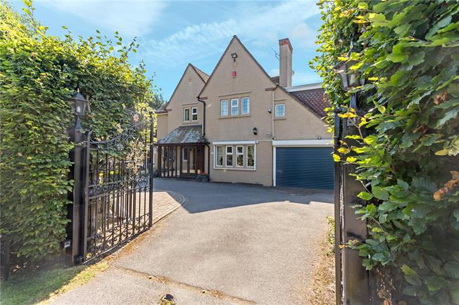 Guide Price £695,000, 3 Bedroom Detached House For Sale in Evesham, WR11