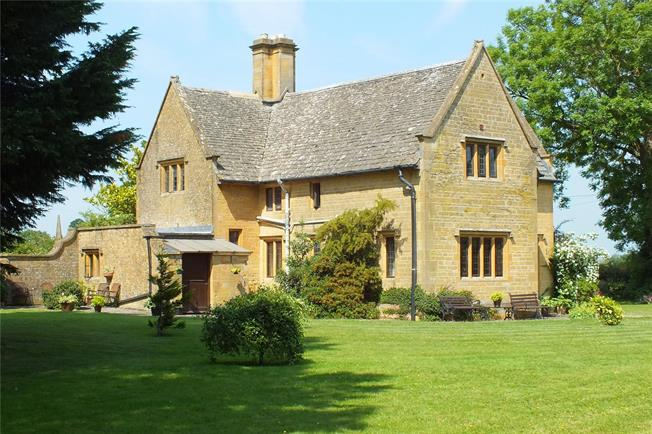 Guide Price £625,000, 4 Bedroom Detached House For Sale in Cheltenham, Gloucestershi, GL54