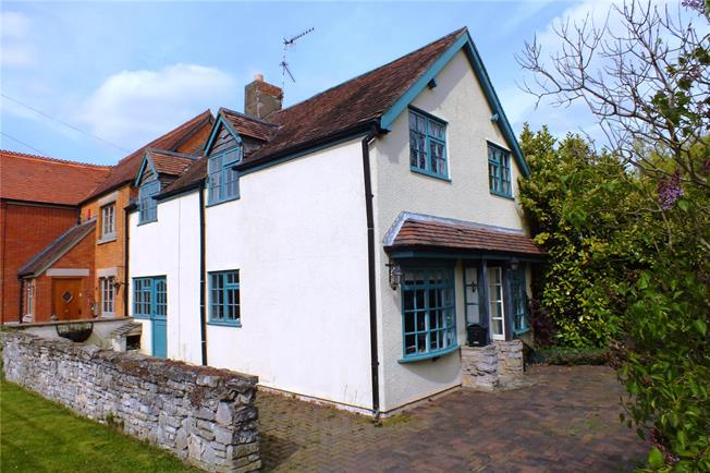 Guide Price £325,000, 4 Bedroom Semi Detached House For Sale in Bidford-on-Avon, B50