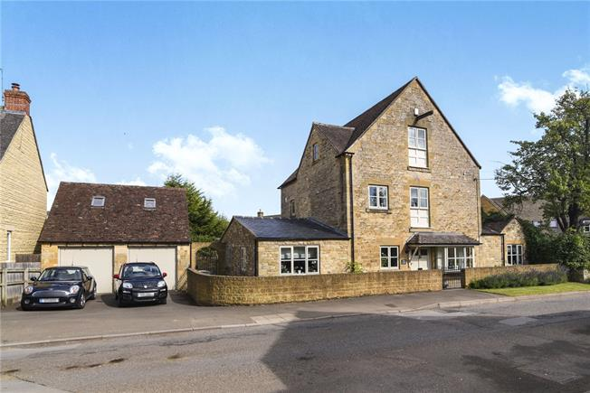 Asking Price £675,000, 4 Bedroom Detached House For Sale in Chipping Campden, GL55