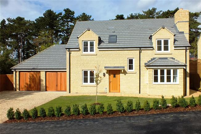 Guide Price £725,000, 4 Bedroom Detached House For Sale in Broadway, Worcestershire, WR12