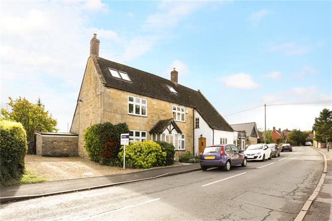 Guide Price £485,000, 4 Bedroom House For Sale in Honeybourne, WR11
