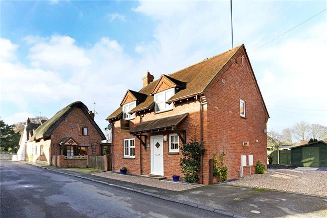 Guide Price £310,000, 3 Bedroom Detached House For Sale in Bretforton, WR11