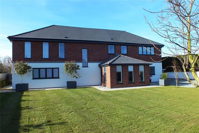 Guide Price £795,000, 4 Bedroom Detached House For Sale in Evesham, Worcestershire, WR11