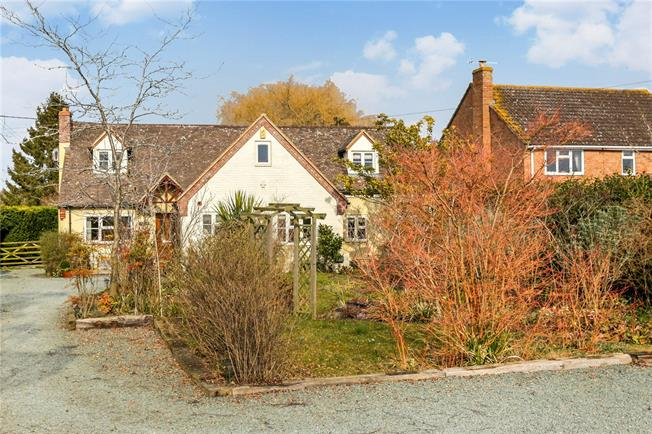 Guide Price £575,000, 4 Bedroom Detached House For Sale in South Littleton, WR11