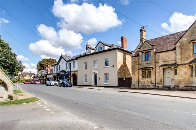 Guide Price £895,000, 6 Bedroom House For Sale in Chipping Campden, GL55