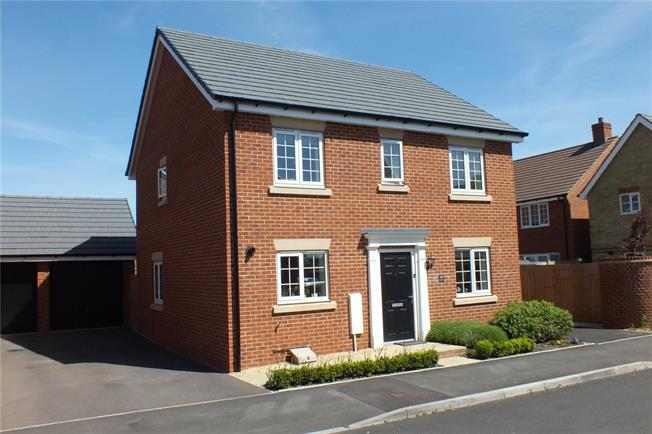 Guide Price £340,000, 4 Bedroom Detached House For Sale in Evesham, Worcestershire, WR11