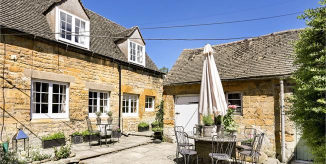 Asking Price £300,000, 2 Bedroom Semi Detached House For Sale in Moreton-in-Marsh, GL56