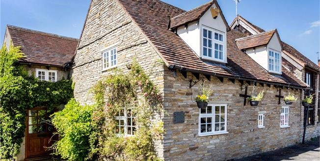 Guide Price £450,000, 4 Bedroom Semi Detached House For Sale in Evesham, Worcestershire, WR11