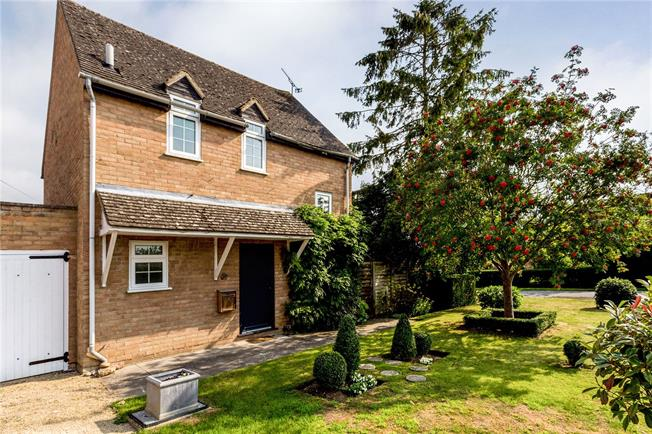 Guide Price £279,500, 2 Bedroom Detached House For Sale in Childswickham, WR12