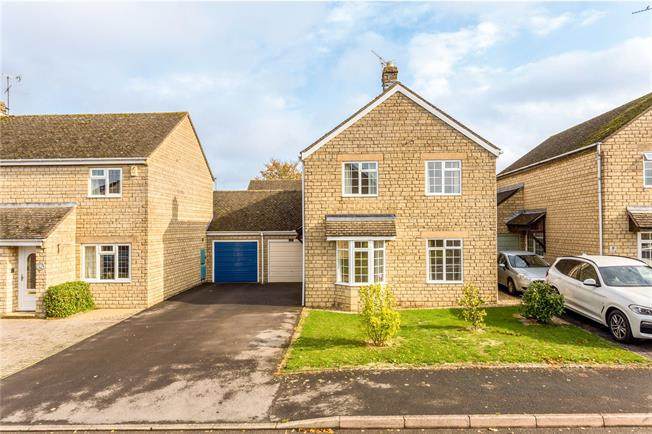 Offers in excess of £375,000, 4 Bedroom Detached House For Sale in Worcestershire, WR12