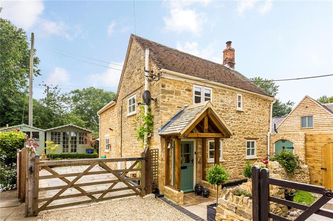 Guide Price £465,000, 2 Bedroom Detached House For Sale in Weston-Subedge, GL55