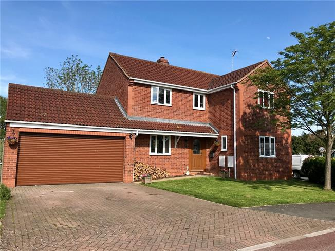 Asking Price £399,950, 4 Bedroom Detached House For Sale in Sedgeberrow, WR11