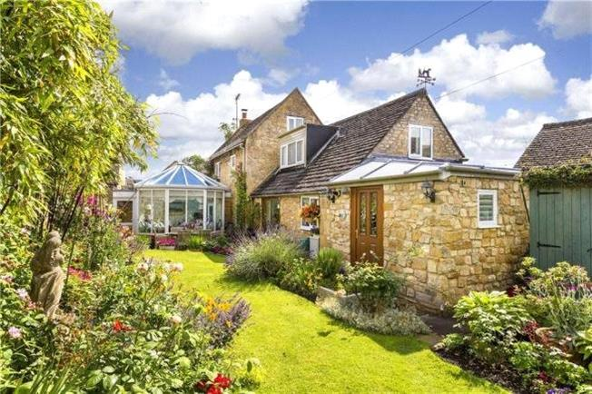 Guide Price £750,000, 3 Bedroom House For Sale in Broadway, WR12