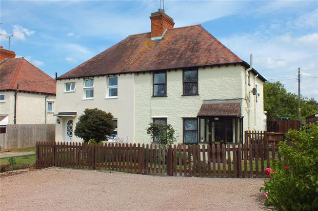 Guide Price £250,000, 3 Bedroom Semi Detached House For Sale in Evesham, Worcestershire, WR11