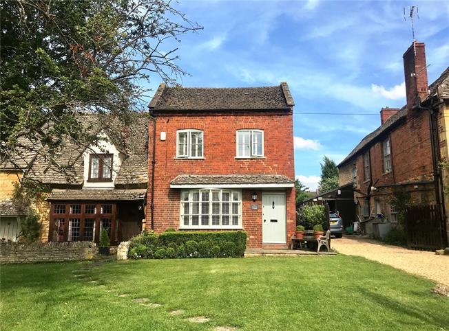 Offers in excess of £500,000, 3 Bedroom Semi Detached House For Sale in Worcestershire, WR12