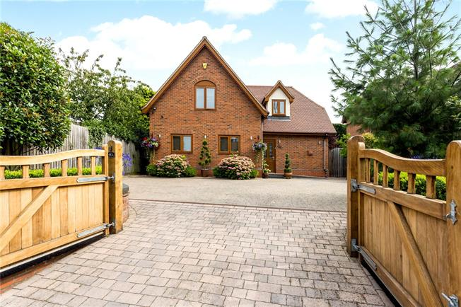 Guide Price £500,000, 4 Bedroom Detached House For Sale in Evesham, WR11