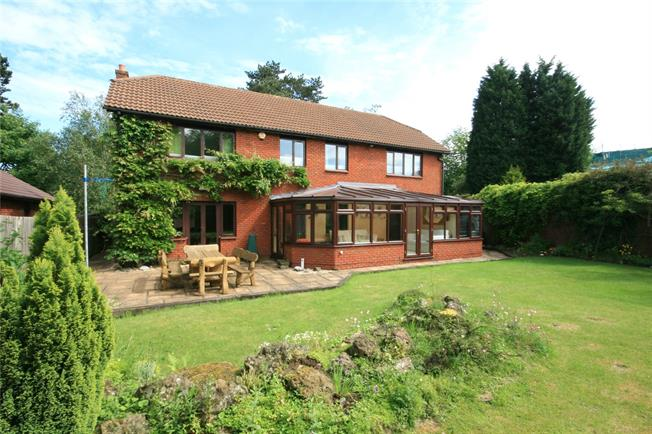 Guide Price £825,000, 5 Bedroom Detached House For Sale in Warlingham, CR6