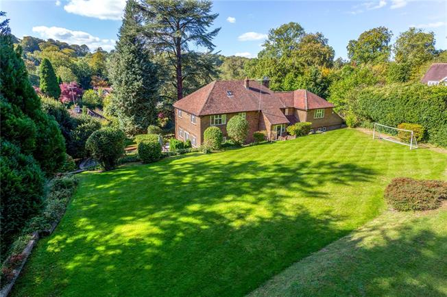 Guide Price £1,200,000, 5 Bedroom Detached House For Sale in Surrey, CR3