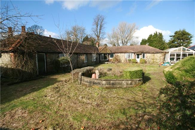 Guide Price £825,000, 3 Bedroom Bungalow For Sale in Woldingham, CR3