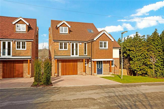 Guide Price £1,050,000, 5 Bedroom Detached House For Sale in Surrey, CR3