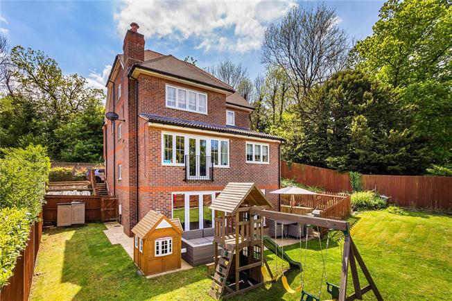 Guide Price £950,000, 5 Bedroom Detached House For Sale in Surrey, CR3