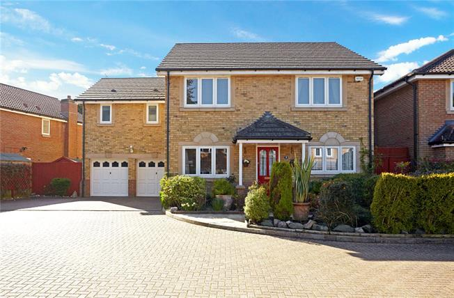 Guide Price £825,000, 5 Bedroom Detached House For Sale in Caterham, CR3
