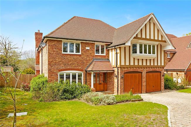 Asking Price £999,500, 5 Bedroom Detached House For Sale in Whyteleafe, CR3