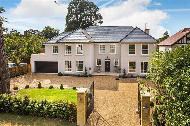 Guide Price £1,995,000, 6 Bedroom Detached House For Sale in Warlingham, CR6