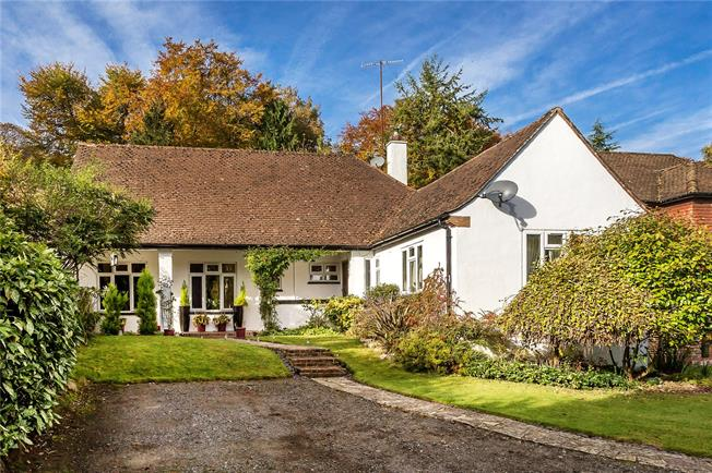 Guide Price £650,000, 3 Bedroom Bungalow For Sale in Caterham, CR3