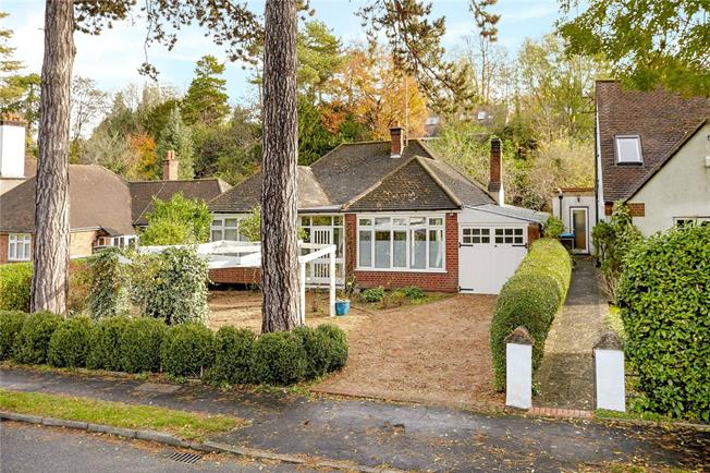 Guide Price £595,000, 3 Bedroom Bungalow For Sale in Caterham, CR3