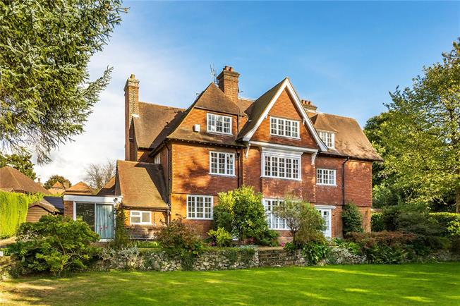 Guide Price £475,000, 3 Bedroom Flat For Sale in Oxted, RH8