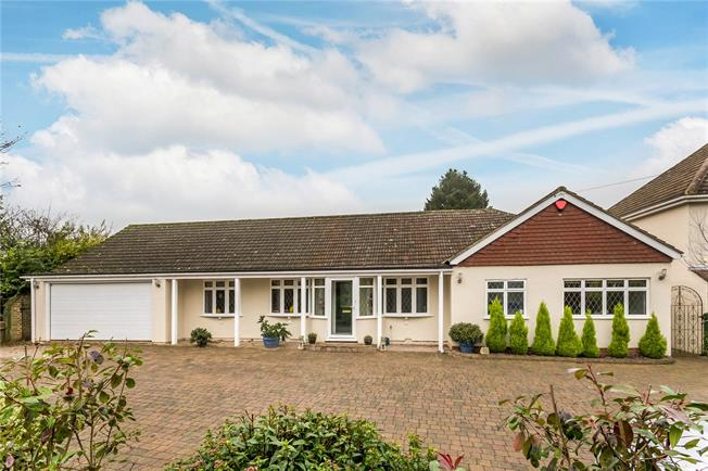 Guide Price £775,000, 3 Bedroom Bungalow For Sale in Chaldon, CR3