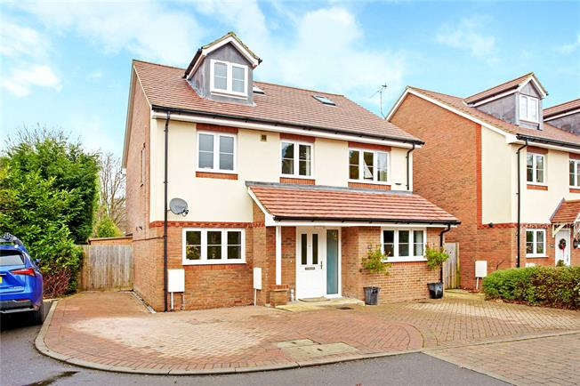 Guide Price £800,000, 4 Bedroom Detached House For Sale in Caterham, CR3