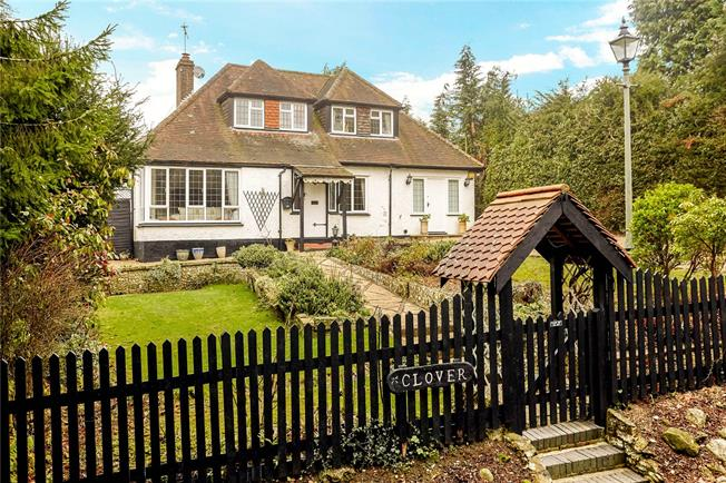 Guide Price £650,000, 3 Bedroom Detached House For Sale in Merstham, RH1