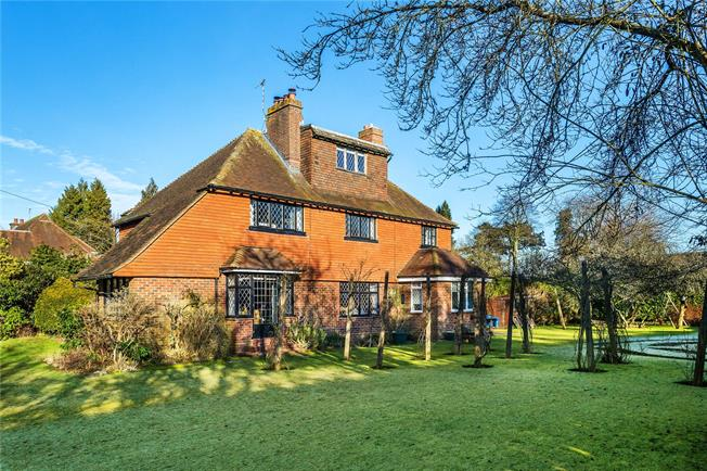 Guide Price £1,200,000, 5 Bedroom Detached House For Sale in Woldingham, CR3
