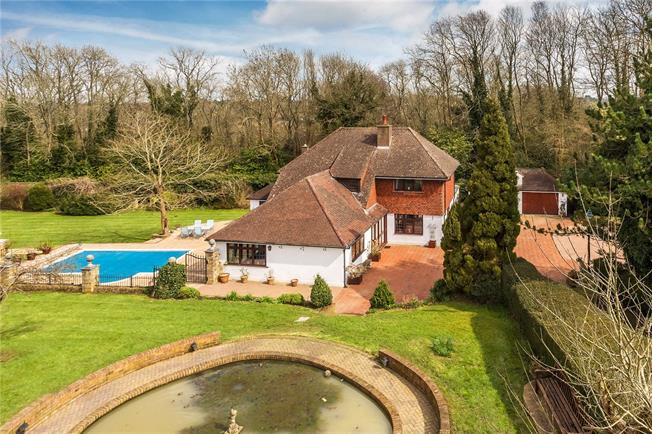 Guide Price £1,250,000, 4 Bedroom Detached House For Sale in Whyteleafe, CR3