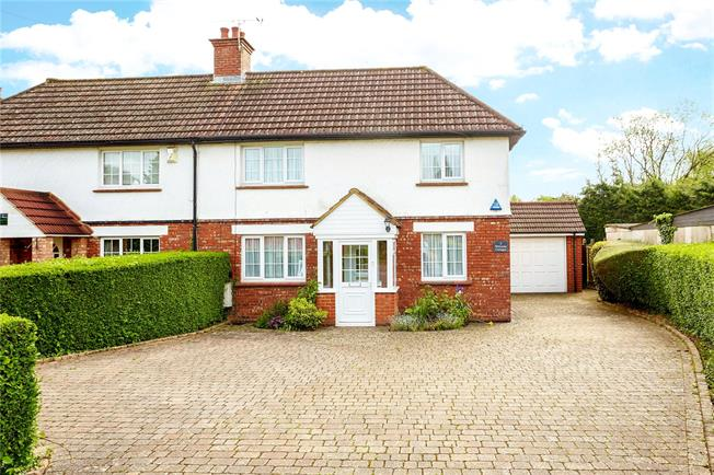 Guide Price £650,000, 3 Bedroom Semi Detached House For Sale in Woldingham, CR3